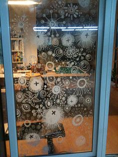 Sketching on windows with glass markers - looks like fun, wash it off when you're tired of it :-) ~ by Teo Cheng Huat #DIY #art