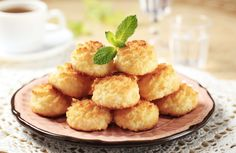 Recipe for Coconut Almond Macaroons. I love coconut, so macaroons are a favourite of mine. Paleo Coconut Macaroons, Coconut Cookies, Coconut Recipes, Fudge Recipes, Cookie Recipes, Macaroon Recipes, Shredded Coconut, Food And Drink, Baking