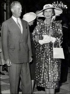 Queen Marie José (R) with brother Leopold III (L)