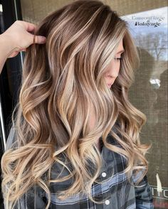 Balayage Hair Colors and Highlights to Show in 2019 Brown Hair Balayage, Blonde Hair With Highlights, Brown Blonde Hair, Hair Color Balayage, Brunette Hair, Light Brown Hair, Blonde Balayage, Brown With Highlights, Fall Blonde Hair Color
