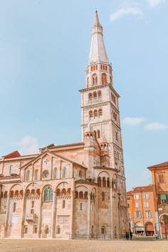 Torre Ghirlandina 15 Best Things To Do In Modena, Italy Travel Tips For Europe, Italy Travel Tips, Beautiful Architecture, Italy Architecture, Romanesque Architecture, Renaissance Architecture, Church Architecture, Stuff To Do, Things To Do