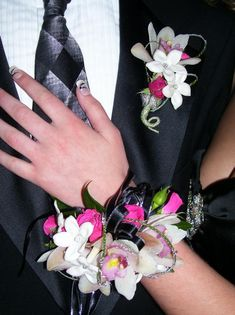 Wrist Corsage Instructions | How to Choose Prom Corsage And Boutonniere Accessories - Women's ...
