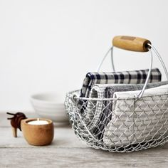 8 Favorite Wire Storage Baskets: French Metal Basket with a wooden handle Wire Basket Storage, Wire Storage, Metal Baskets, Storage Hacks, Small Storage, Storage Solutions, Kitchen Towels, Kitchen Linens, Kitchen Utensils