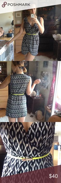 """Cute print dress with belt Perfect for brunch or the office. The draping of the dress and neon belt make a quick and casual look. I'm 5'10"""" and the dress is a little too short for me. Would be perfect on an average height woman. Dex Dresses Mini"""