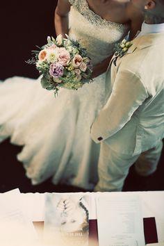 ♡ xoxo. ♡ wedding photography by #littlefangphoto #ideas #cute #cool #fun #bouquet #details #photos