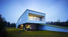 Autofamily House / Robert Konieczny