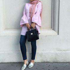 @mariaa.sm 💯  #hfinspo Street Hijab Fashion, Muslim Fashion, Modest Fashion, Modest Outfits, Casual Outfits, Hijab Fashion Inspiration, Fashion Trends, Fashion Cover, Mode Hijab