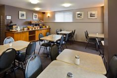 Petit-déjeuner buffet continental gratuit | Hotel Le Roberval #Montreal #Downtown Hotel Services, Montreal, Conference Room, Table, Furniture, Home Decor, Breakfast Buffet, Montreal Canada, Old Montreal