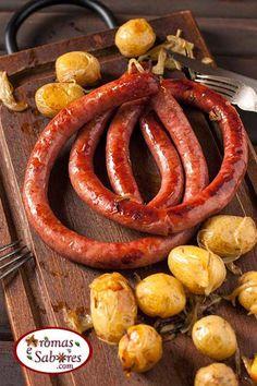 Linguiça com batata e cebola ao forno