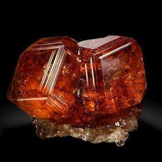 c7267fd12 Garnet from Asbestos, Canada Rock Jewelry, Gems Jewelry, Gem Show, Rocks And