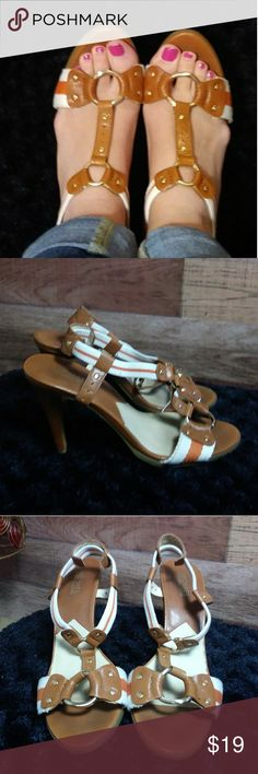 *Michael Kors 8.5 scrappy heeled sandals Beautiful and stylish Michael Kors strappy sandals. Cream and orange colored straps accent the beautiful brown faux leather on the shoe. Shop with confidence... I'm a posh ambassador👍 Michael Kors Shoes Heels