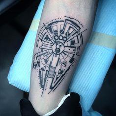"Polubienia: 4,227, komentarze: 12 – 🌑✨Death Star Tattoos✨🌑 (@deathstartattoos) na Instagramie: ""Falcon by @sandoztattoo ▫️▫️▫️▫️▫️▫️▫️▫️▫️▫️▫️▫️▫️▫️▫️ #deathstartattoos #deathstartattoo…"" Top Tattoos, Skull Tattoos, Body Art Tattoos, Tatoos, Death Star Tattoo, Star Wars Tattoo, Skull Tattoo Design, Tattoo Designs, Lightsaber Tattoo"