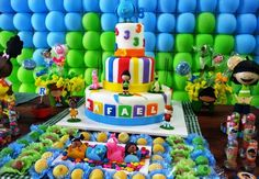 Um post com ideias incríveis para você produzir sua festa Meu Amigãozão! Convites, bolos, docinhos, lembrancinhas e decorações do tema do momento!