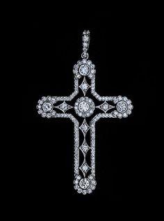 Gladiator Studios - Queen Cross Pendant