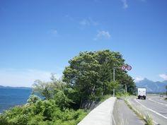 左が猪苗代湖。右奥に会津磐梯山か写っています。