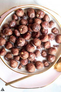 Recipes Breakfast Low Carb Take a sweet delicious stroll down memory lane with a crispy crunchy guilt-free cereal that will make you cuckoo for low carb cocoa puffs! Keto Friendly Desserts, Low Carb Desserts, Low Carb Recipes, Dessert Recipes, Healthy Recipes, Healthy Snacks, Healthy Sweets, Recipes Dinner, Lunch Recipes