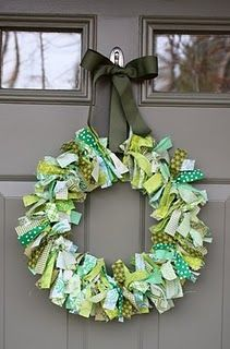 St Patty's wreath..love this style with different colors for other holidays.