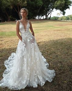 The classic A line gown is one of the bridal gown. Of all the wedding gowns on the marketplace today A line bridal gown are the very best. White Bridal Dresses, Dream Wedding Dresses, Bridal Gowns, Wedding Gowns, Lace Weddings, Elegant Dresses, Wedding Cakes, Wedding Rings, Wedding Venues