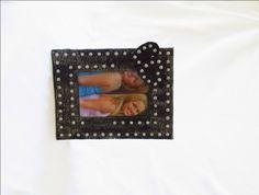Cornice gotica con borchie e cuori/Foto 10x15cm/Portafoto stile dark romantico/Portaritratti di cartapesta/Regalo gotico/Cornice da tavolo di FioreLunaEcoDeco su Etsy