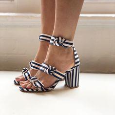 Women Shoes For School Pretty Shoes, Beautiful Shoes, Cute Shoes, Shoe Boots, Shoes Heels, Flat Shoes, Shoes Sneakers, High Heels, Shoes For School