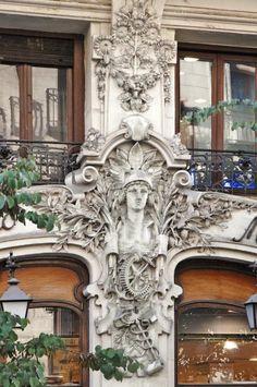 Art Nouveau en la calle Mayor, Madrid Parisian Architecture, British Architecture, Neoclassical Architecture, Amazing Architecture, Architecture Details, Gaudi, Cool Places To Visit, Great Places, Art Nouveau Arquitectura
