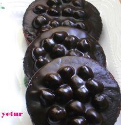 bol fındıklı ve çikolatalı nefis bir kurabiye oluyor.tavsiyemdir..mutlaka deneyin çok beğeneceksiniz... tarifim bana aittir.. ku...