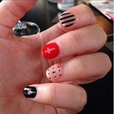 n26 http://makeuptutorials.com/nail-art-25-beautiful-spring-nail-art-ideas