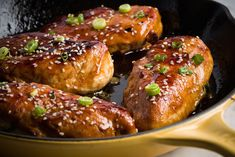 Baked Honey Garlic Chicken is the perfect weeknight dinner! Sweet honey, tangy garlic and spicy red pepper flakes dress up ordinary chicken in this easy dish. Just toss the ingredients together and bake! Baked Honey Garlic Chicken, Garlic Chicken Recipes, Healthy Chicken Recipes, Cooking Recipes, Sesame Chicken, Asian Chicken, Skillet Recipes, Kid Recipes, Lime Chicken