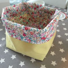 DIY tutorials the easiest way to sew a basket The post DIY tutorials the easiest way to sew a basket & appeared first on All Photos Hande Akılsepeti. Baby Couture, Couture Sewing, Sewing Projects For Beginners, Sewing Tutorials, Chic Halloween Decor, Costura Diy, Fabric Boxes, Lace Doilies, Sewing Accessories