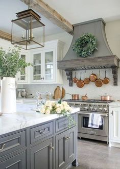 Country kitchen designs - 48 The Best French Country Style Kitchen Decor Ideas – Country kitchen designs Country Kitchen Designs, French Country Kitchens, Modern Farmhouse Kitchens, French Country House, French Country Decorating, Rustic Kitchen, Home Kitchens, Glass Kitchen, Farmhouse Decor