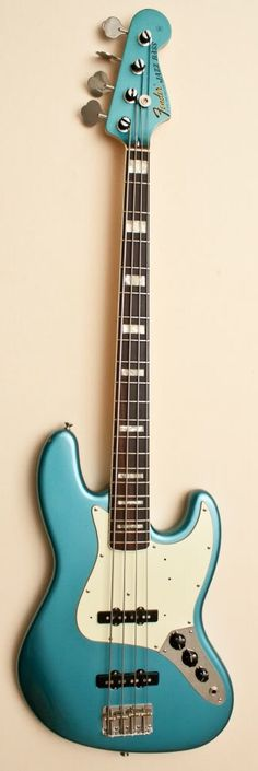 Fender Jazz '75 reissue