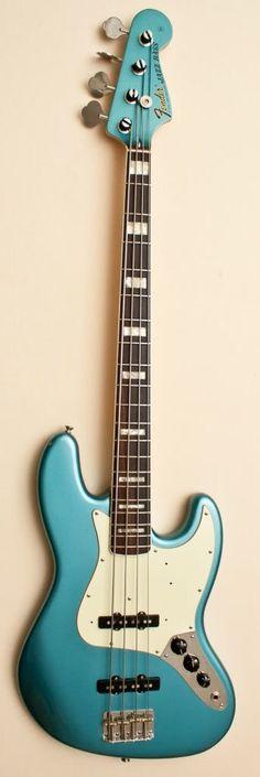 Fender Jazz '75 reissue