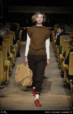 AI_ leather bag