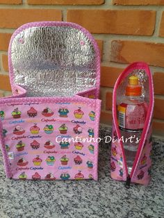Lancheira + porta garrafa térmico Fabric Crafts, Sewing Crafts, Sewing Projects, Hobbies And Crafts, Diy And Crafts, Sac Lunch, Diy Handbag, Bottle Cover, Bottle Bag