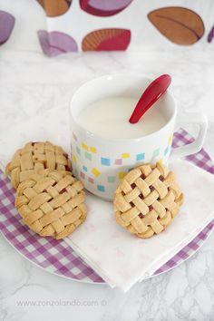 Biscotti intrecciati alla fragola - Weaving cookies   From Zonzolando.com