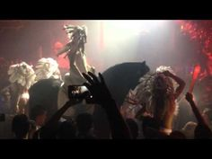 Deadmau5 detona David Guetta por tocar em clube que coloca cavalos no palco #David, #DavidGuetta, #Dj, #Música, #Novo, #Série, #Sucesso, #Vídeo http://popzone.tv/deadmau5-detona-david-guetta-por-tocar-em-clube-que-coloca-cavalos-no-palco/