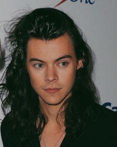 Harry Styles Long Hair, Harry Styles Baby, Harry Styles Pictures, Harry Edward Styles, Beautiful Boys, Pretty Boys, Le Clown, Harry 1d, Harry Styles Wallpaper