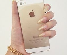 iphone and nails <3