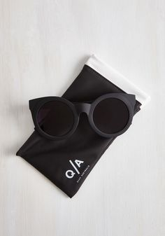 Minimal Sunday Girl Sunglasses by Quay from ModCloth from ModCloth. Shop more products from ModCloth on Wanelo. Girl With Sunglasses, Ray Ban Sunglasses Outlet, Quay Sunglasses, Round Sunglasses, Sunglasses Women, Vintage Sunglasses, Sunnies, Vintage Style Outfits, Vintage Fashion