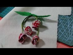 Ramillete para nuestras labores - YouTube Jute Flowers, Cloth Flowers, Fabric Flowers, Paper Flowers, Cute Sewing Projects, Fabric Flower Tutorial, Diy Keychain, Embroidery For Beginners, Quilt Patterns Free