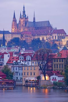 Prague Castle - Czech Republic Just went here last weekend and it was amazing! - See Pic Oh The Places You'll Go, Places To Travel, Places To Visit, Wonderful Places, Beautiful Places, Travel Around The World, Around The Worlds, Bósnia E Herzegovina, Europe Centrale