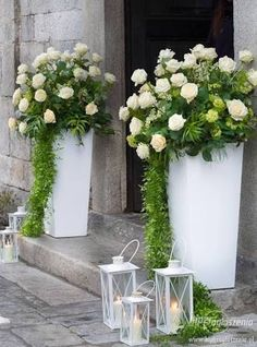 Entrance Pillars with Floral Display #piecesandposies