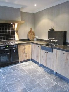 Kitchen Inspiration Wood Rustic Houten Keuken Onbehandeld Leisteen images ideas from Home Inteior Ideas Kitchen Dinning, Rustic Kitchen, New Kitchen, Küchen Design, House Design, Cocinas Kitchen, Beautiful Kitchens, Kitchen Interior, Home And Living