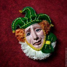 """Купить Брошь """"Шут"""" - брошь ручной работы, шут, подарок, фимо, авторское украшение, зелёный"""