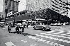 Esquina da Av, Paulista x Rua Augusta e ao fundo o edifício do Conjunto Nacional.
