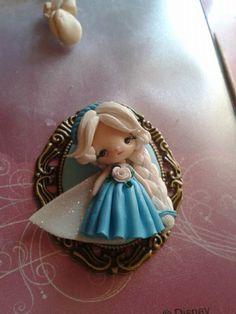 broche o colgante princesa elsa frozen polymer clay