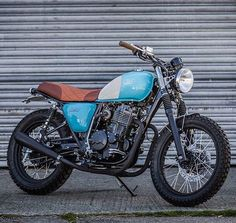 "bikebound: ""The Mash 400, built by @downandoutcaferacers for Mash UK. Such a classy little #tracker! """