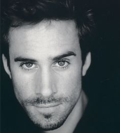 joseph fiennes, brother of Ralph Fiennes, two hot brothers in one family?? it's just too much!
