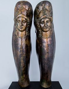 The Louvre Displays Ancient Treasures of the Thracian Empire Photos Roman Armor, Arm Armor, European Tribes, Ancient Armor, Greek Warrior, Mycenaean, Louvre, Ancient Artifacts, Ancient Greece