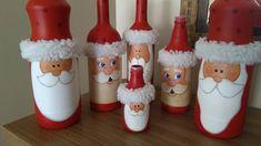Bottles decorated for Christmas - Reader Margarida Isoppo Diy Bottle, Wine Bottle Crafts, Bottle Art, Painted Wine Bottles, Painted Jars, Christmas Decoupage, Diy Christmas Ornaments, Christmas Centerpieces, Christmas Decorations